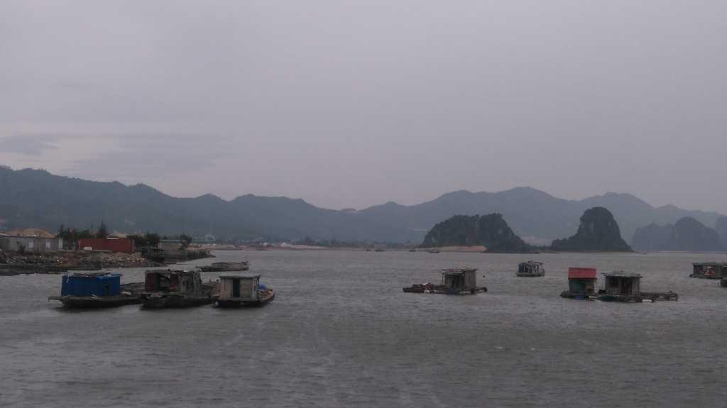 Tranh sieu bao Sarika, Quang Ninh hoi ha so tan khach du lich vao bo hinh anh 3