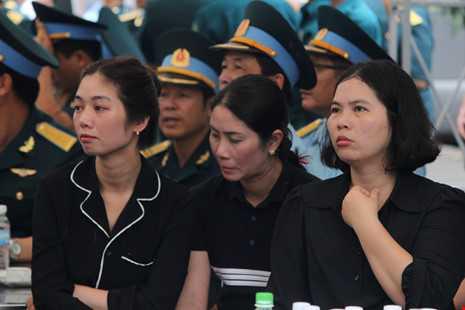 Anh: Khoc nghen tien dua 3 phi cong may bay roi o Vung Tau hinh anh 5