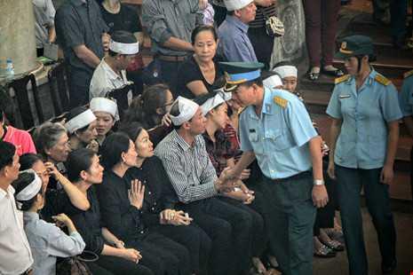 Anh: Khoc nghen tien dua 3 phi cong may bay roi o Vung Tau hinh anh 4