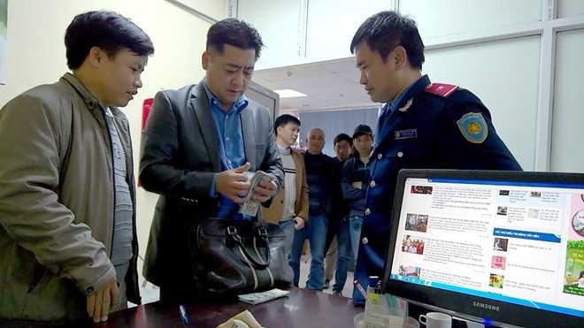 Tai xe taxi tra lai 14.000 USD cho du khach Han Quoc de quen hinh anh 2