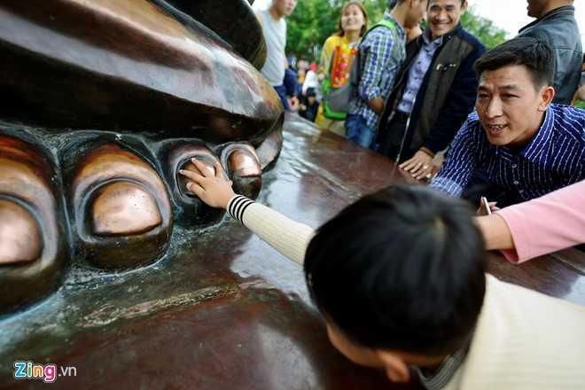 Anh: Trao luu nhet tien, xoa tay tuong phat o chua Bai Dinh hinh anh 9