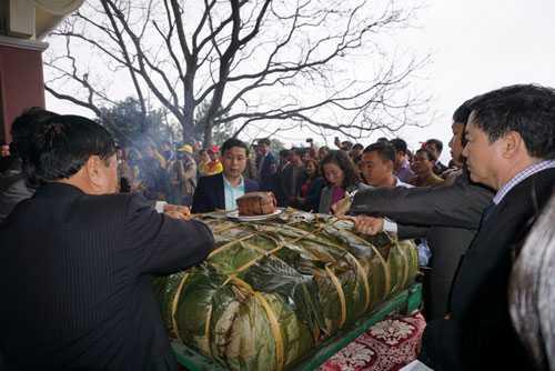 Cap banh chung 'khong lo' 700kg: Nghe An se dang banh nho hon hinh anh 1