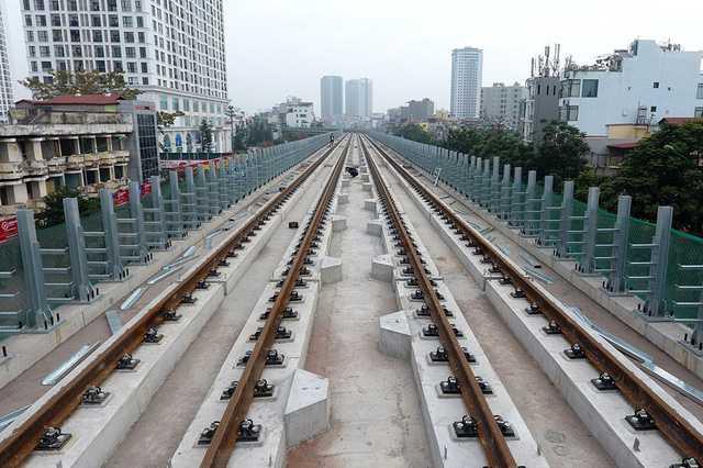 'Soi' tuyen duong sat do thi Cat Linh - Ha Dong tu tren cao hinh anh 12