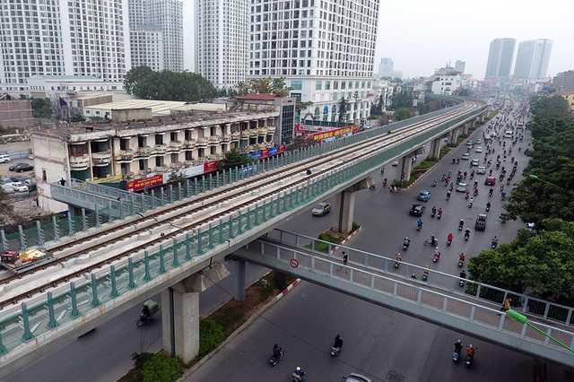 'Soi' tuyen duong sat do thi Cat Linh - Ha Dong tu tren cao hinh anh 7