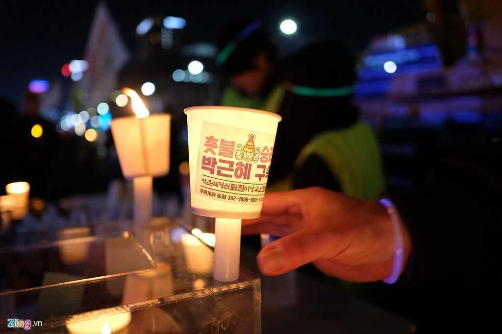 Tong thong Han Quoc bi phe truat: Nguoi phan doi ba Park Geun-Hye xuong duong hat mung hinh anh 8
