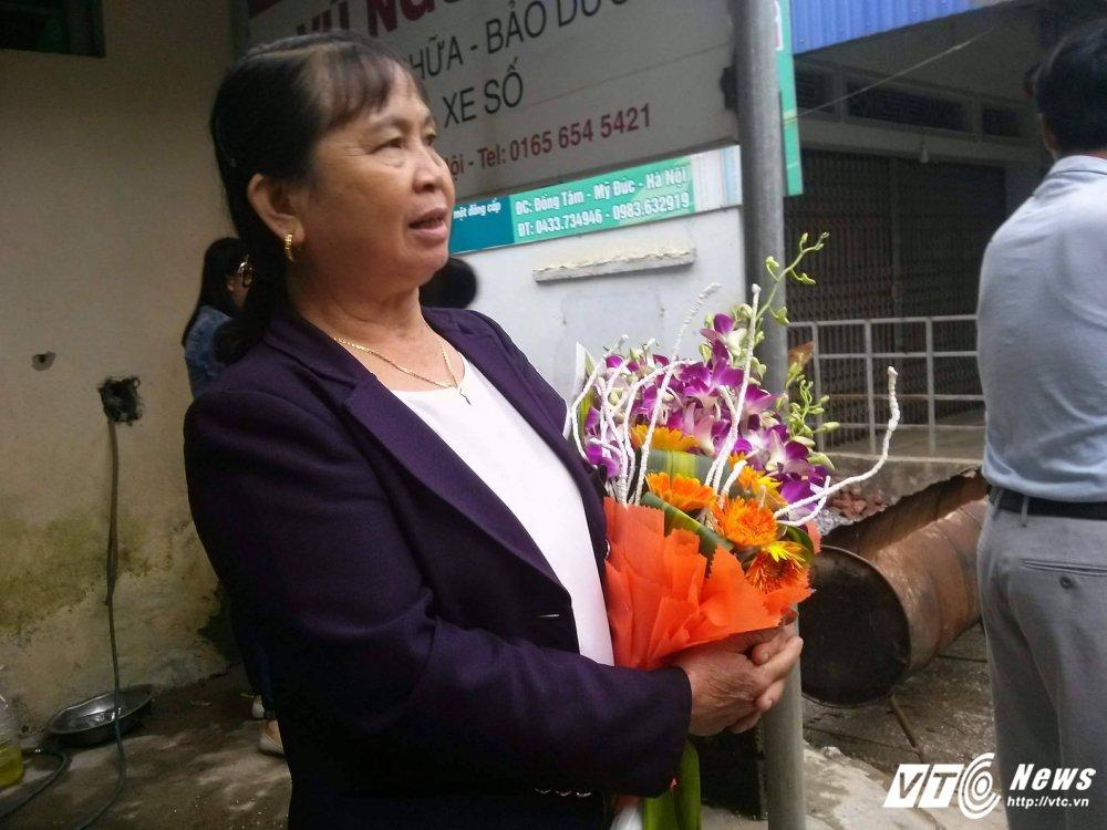 Dan Dong Tam mua hoa, treo co don Chu tich Ha Noi ve doi thoai hinh anh 1