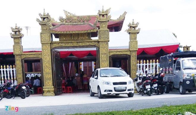 Xe bien xanh di du tiec khanh thanh phu tho: Nguyen Bi thu Hau Giang noi gi? hinh anh 2