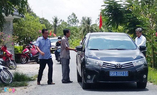 Xe bien xanh di du tiec khanh thanh phu tho: Nguyen Bi thu Hau Giang noi gi? hinh anh 1