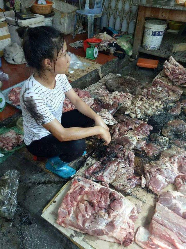 Ban thit lon gia re bi hat dau luyn tron chat thai: Chen chan ung ho chi Xuyen hinh anh 5