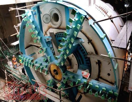 'Soi' robot khong lo truoc gio dào hàm tuyén metro TP.HCM hinh anh 1