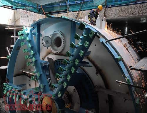 'Soi' robot khong lo truoc gio dào hàm tuyén metro TP.HCM hinh anh 6
