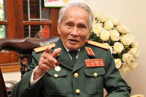 Trung tuong Nguyen Quoc Thuoc: 'Dang da quet rac thi phai lam cho sach se' hinh anh 2