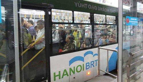 Nhieu chuyen BRT o Ha Noi co dau hieu qua tai hinh anh 2