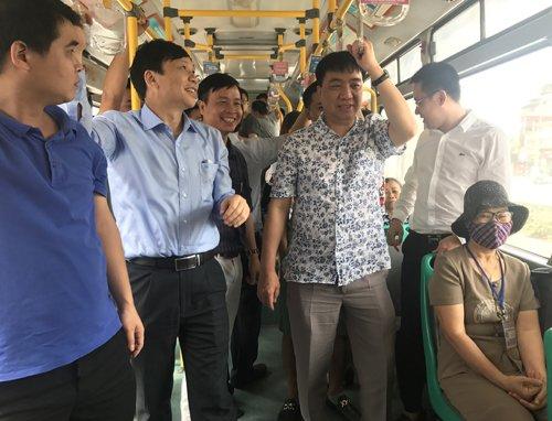 Nhieu chuyen BRT o Ha Noi co dau hieu qua tai hinh anh 1