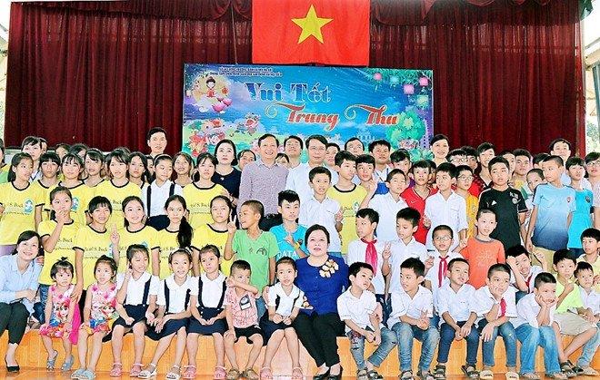 Phu nhan Chu tich nuoc mang Tet Trung thu dam am den voi tre em nhiem HIV hinh anh 2