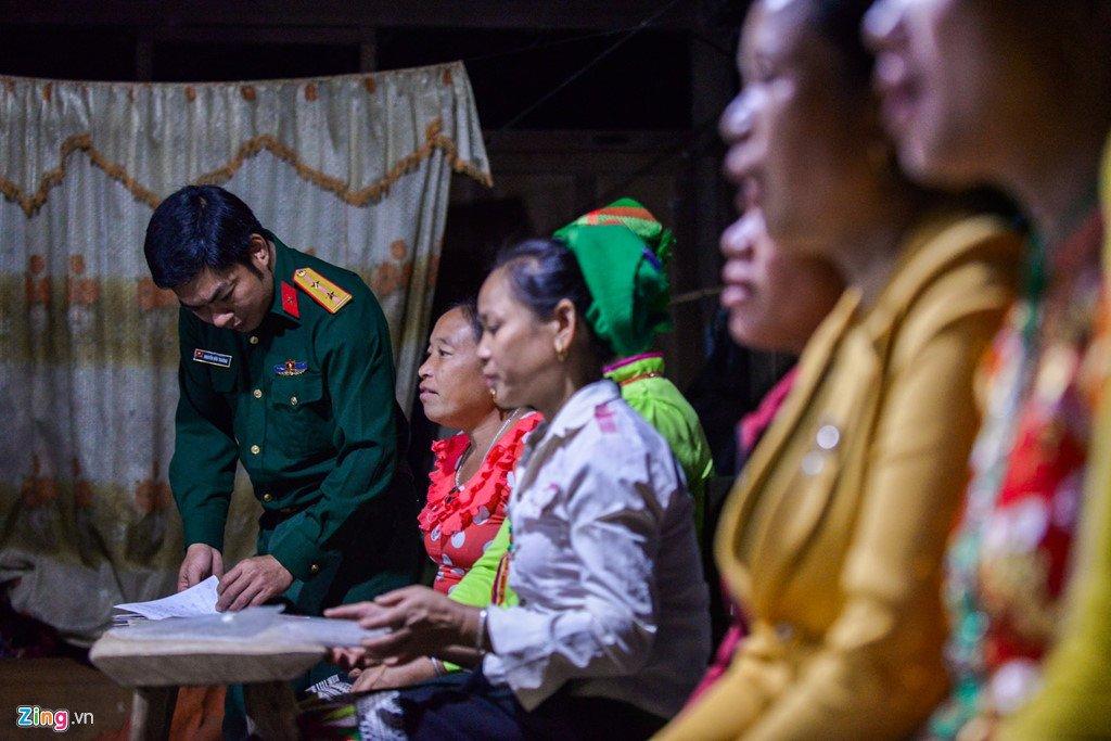 Anh: Lop hoc trong dem giua nui rung cua phu nu Thai o Nghe An hinh anh 7