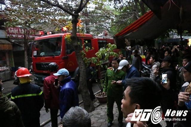 Chay lon cua hang phu tung o to tren pho Tran Khat Chan, Ha Noi hinh anh 11