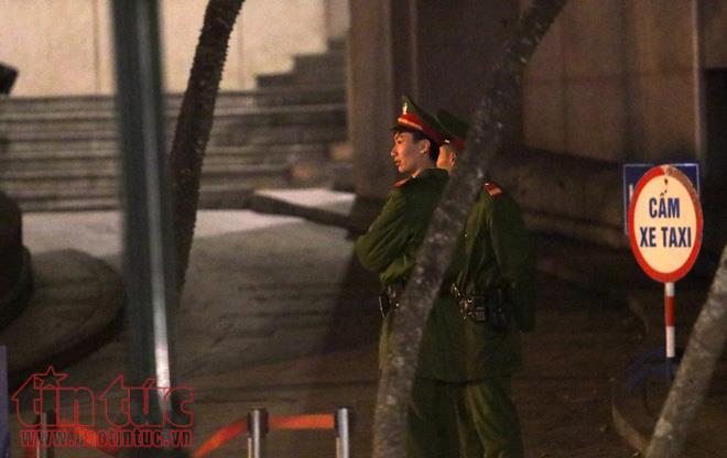 Anh: Nguoi lao dong gong minh muu sinh trong dem lanh buot o Thu do hinh anh 7