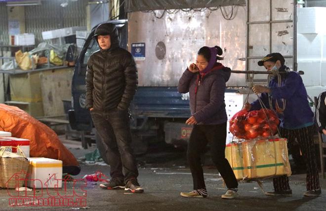 Anh: Nguoi lao dong gong minh muu sinh trong dem lanh buot o Thu do hinh anh 10