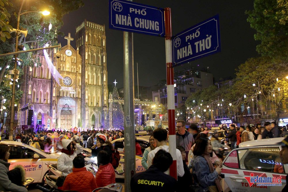 Anh, video: Pho Ha Noi ken cung nguoi truoc them Giang sinh 2017 hinh anh 2