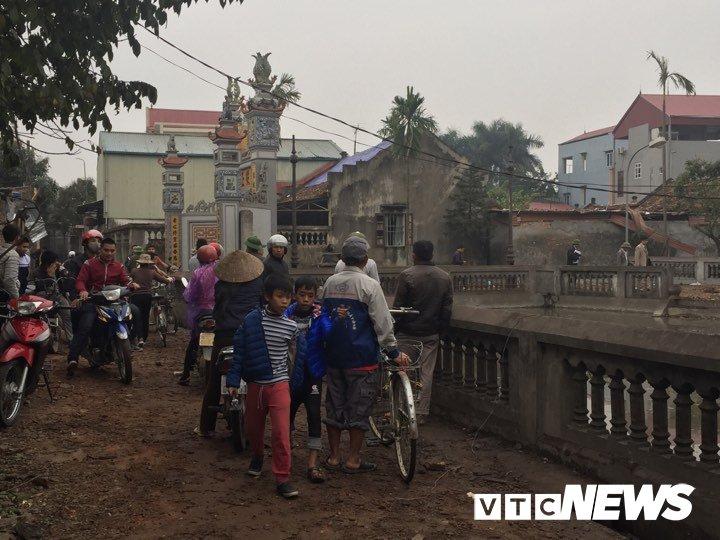 No lon o Bac Ninh, 2 chau be thiet mang: Dau dan tiep tuc phat no, dan van un un keo den xem hinh anh 2