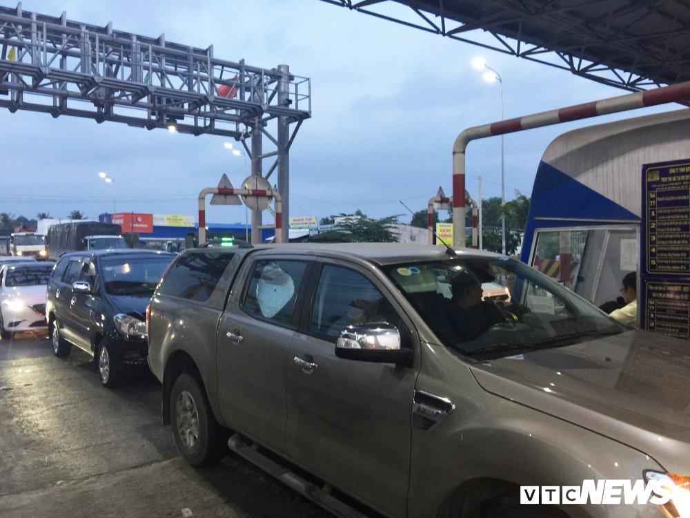 Video: Nhan vien BOT Can Tho - Phung Hiep thu sai gia ve, tai xe dung xe co thu tai tram hinh anh 1