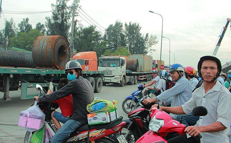 Anh: Ket xe khung khiep o cang Cat Lai nhung ngay can Tet hinh anh 10