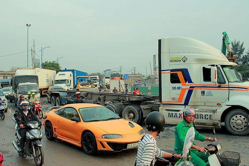 Anh: Ket xe khung khiep o cang Cat Lai nhung ngay can Tet hinh anh 3