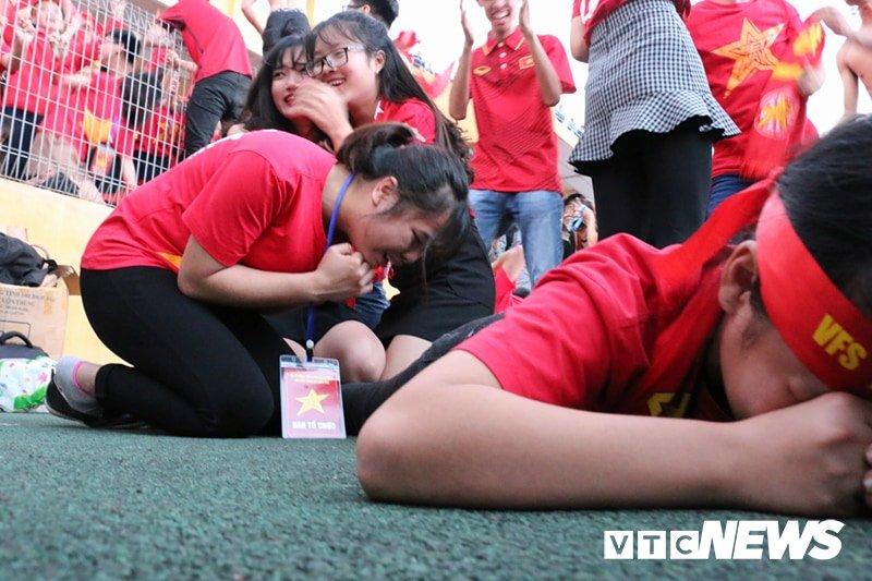 Trieu trai tim nguoi Viet bat khoc trong chien thang mang ten U23 Viet Nam hinh anh 8