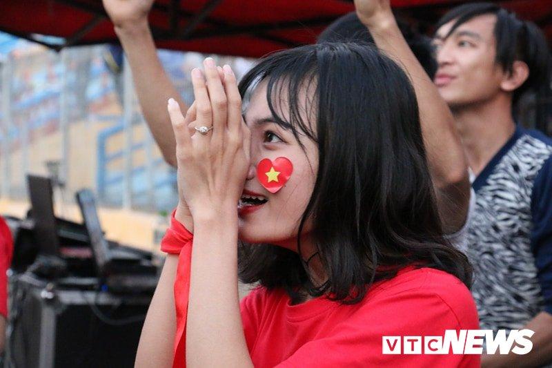 Trieu trai tim nguoi Viet bat khoc trong chien thang mang ten U23 Viet Nam hinh anh 7
