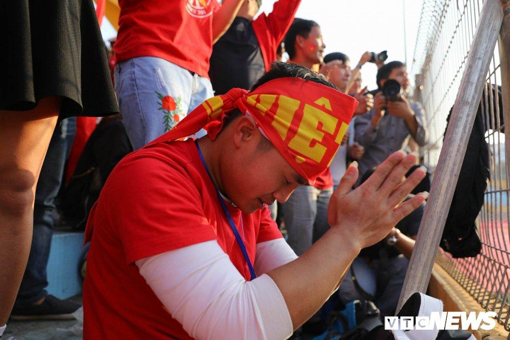 Trieu trai tim nguoi Viet bat khoc trong chien thang mang ten U23 Viet Nam hinh anh 1