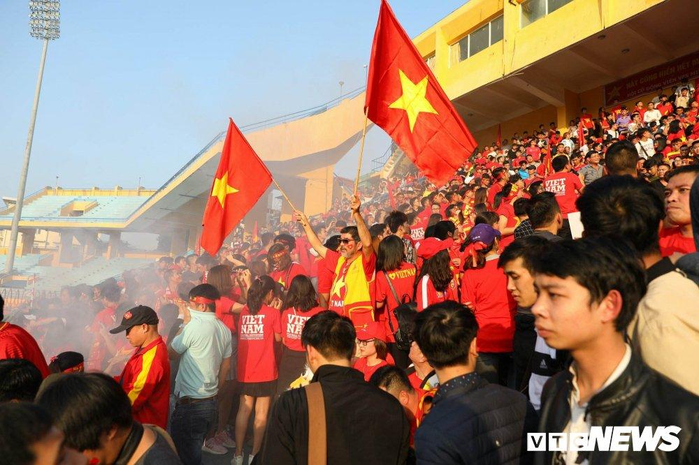 Trieu trai tim nguoi Viet bat khoc trong chien thang mang ten U23 Viet Nam hinh anh 13