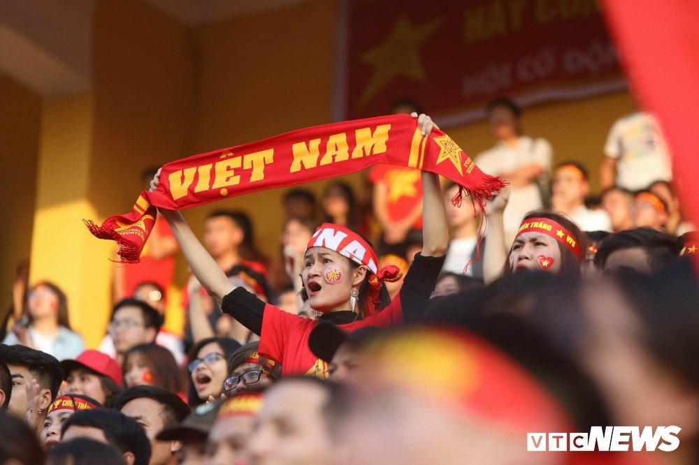 Trieu trai tim nguoi Viet bat khoc trong chien thang mang ten U23 Viet Nam hinh anh 14