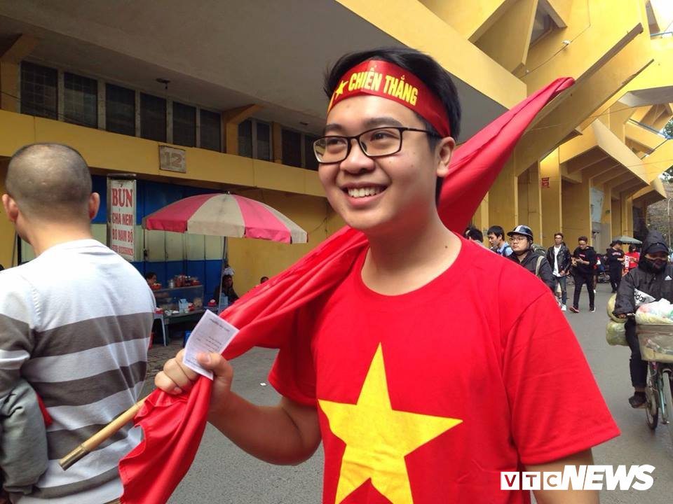 Anh: Sac mau co do sao vang tran ngap pho phuong co vu U23 Viet Nam hinh anh 7