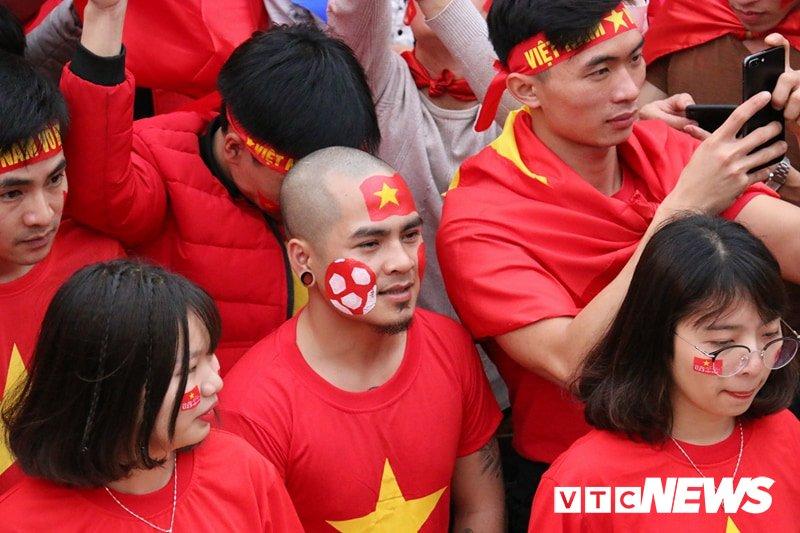 San My Dinh 'no tung' sau pha sut phat dep nhu mo cua Quang Hai hinh anh 17