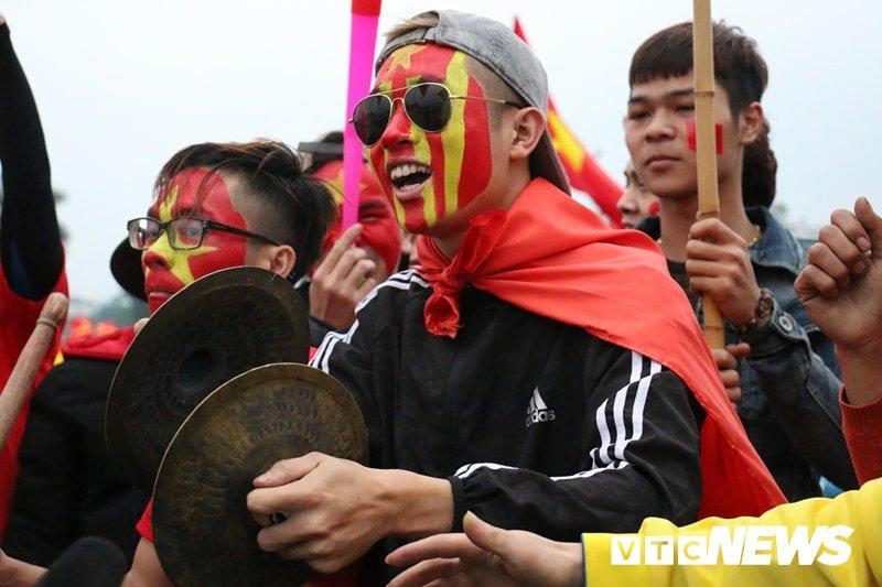 Truc tiep: Khong khi xem tran chung ket U23 Viet Nam - U23 Uzbekistan tren ca nuoc hinh anh 103
