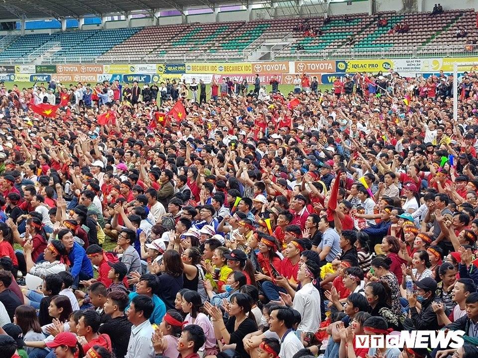 Truc tiep: Khong khi xem tran chung ket U23 Viet Nam - U23 Uzbekistan tren ca nuoc hinh anh 48