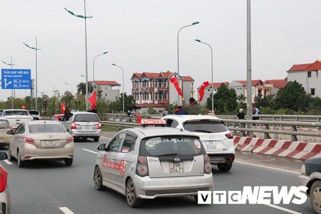 Truc tiep le don U23 Viet Nam ve nuoc: Khong khi soi dong chua tung co hinh anh 113