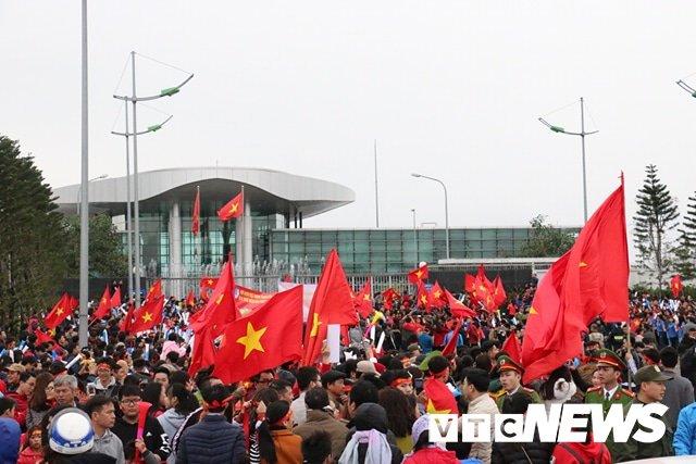 Truc tiep le don U23 Viet Nam ve nuoc: Khong khi soi dong chua tung co hinh anh 118