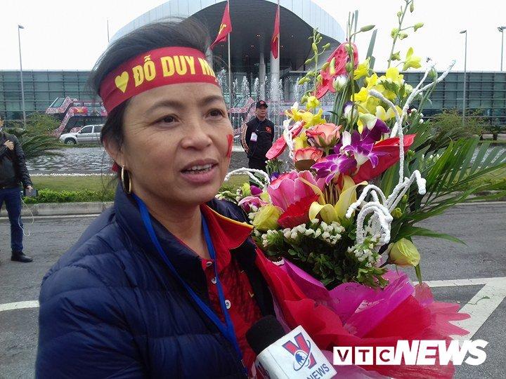 Truc tiep le don U23 Viet Nam ve nuoc: Khong khi soi dong chua tung co hinh anh 104