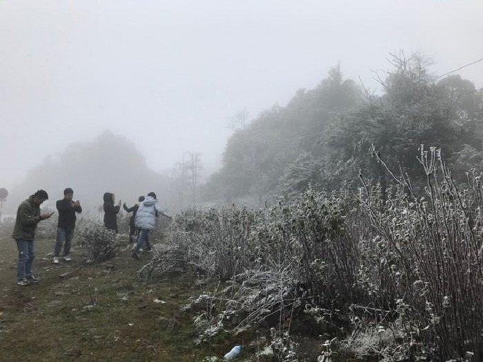 Troi ret -2°C, Thac Bac phu trang bang tuyet hinh anh 6
