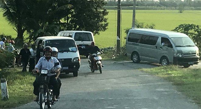 Lam ro vu xe cong cho can bo di an cuoi o Vinh Long hinh anh 1
