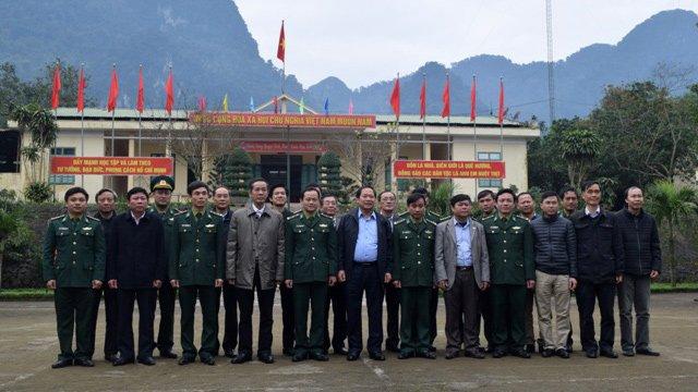 Nguoi ngheo o Quang Binh xuc dong nhan qua Tet tu Bo truong Truong Minh Tuan hinh anh 6