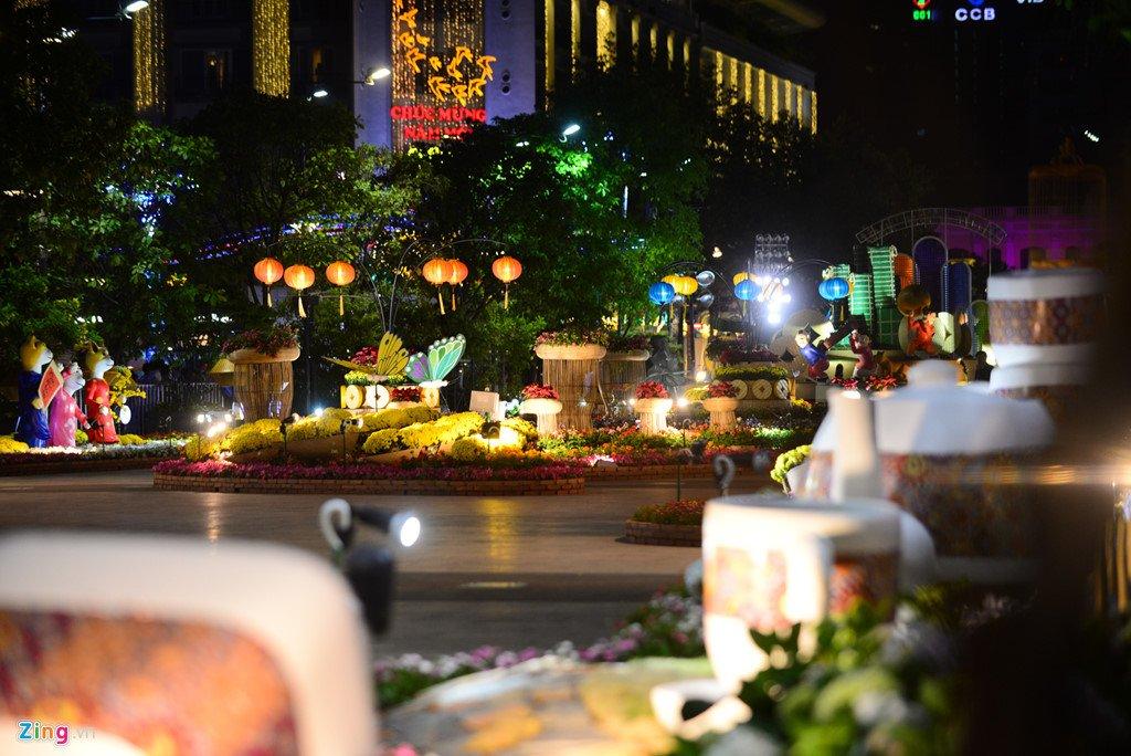 Anh: Duong hoa Nguyen Hue ken cung nguoi trong dem khai mac hinh anh 9