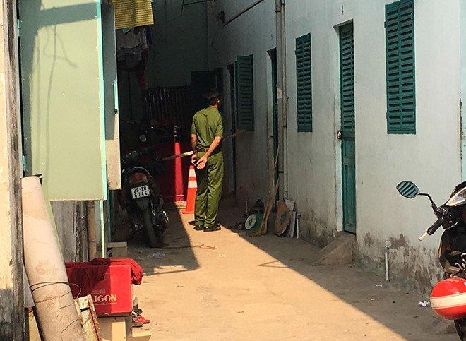 Cap vo chong boc chay trong phong tro khoa cua o Binh Duong hinh anh 1