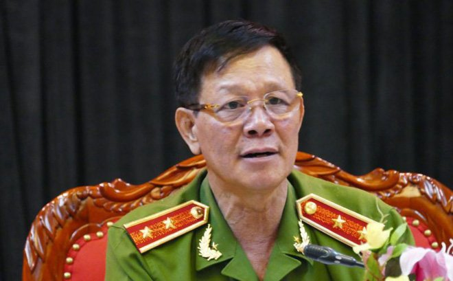 Cuu trung tuong Phan Van Vinh vua bi khoi to la ai? hinh anh 1