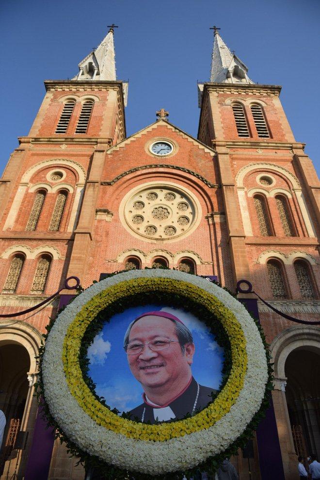 Anh: Xuc dong le vieng Tong giam muc Phaolo Bui Van Doc tai nha tho Duc Ba hinh anh 1