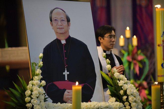 Anh: Xuc dong le vieng Tong giam muc Phaolo Bui Van Doc tai nha tho Duc Ba hinh anh 3