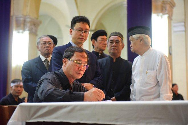 Anh: Xuc dong le vieng Tong giam muc Phaolo Bui Van Doc tai nha tho Duc Ba hinh anh 7