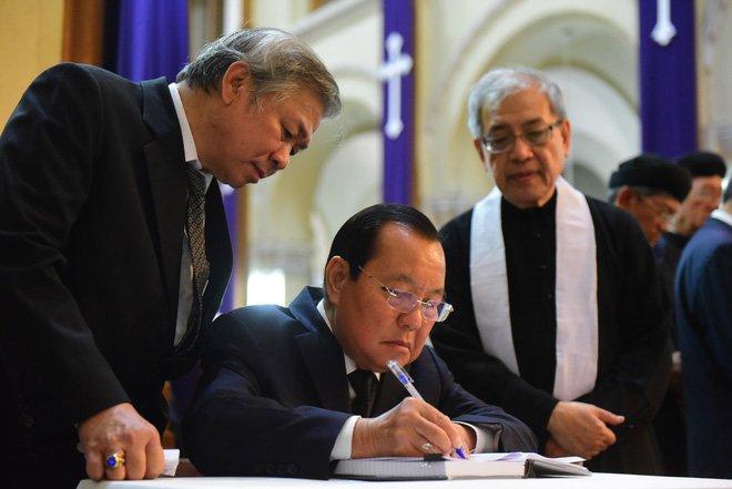 Anh: Xuc dong le vieng Tong giam muc Phaolo Bui Van Doc tai nha tho Duc Ba hinh anh 9